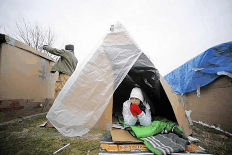 A Survival Shelter Out of Everyday Materials